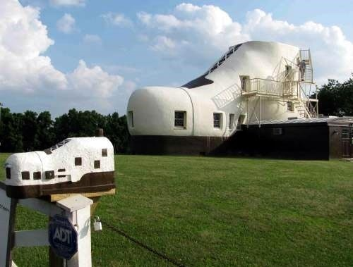 Houses that are shaped like SHOES!: Unique Places, Households Things, Shoes Houses, Unique Architecture, Interesting Houses, Shoes Products, Amazing Houses, Unusual Houses, Unique Houses