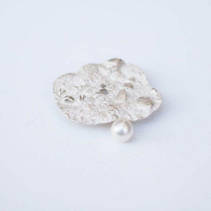 Lia Gonçalves | Joalharia de Autor _ brooch_ crateras collection _ silver