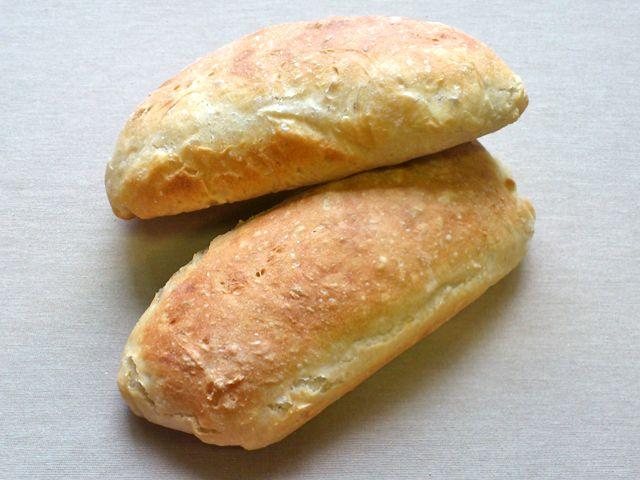 A ciabatta sütése kissé idő igényes, de nagyon egyszerű. Remekül szeletelhető, nem morzsálódik és nagyon finom!