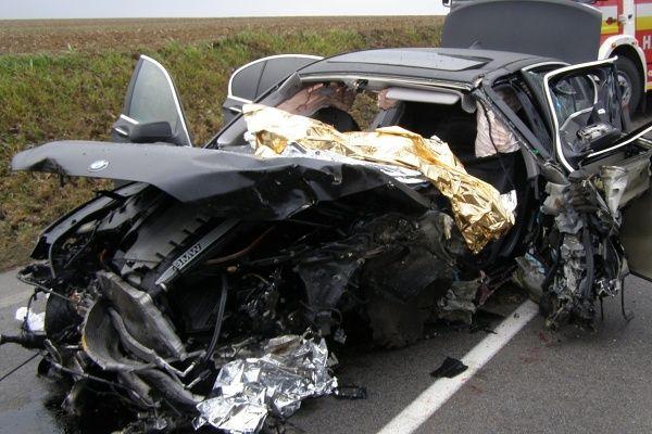 Pri nehode BMW zasahoval aj vrtuľník - http://www.pnky.sk/aktuality/pri-nehode-bmw-zasahoval-aj-vrtulnik/
