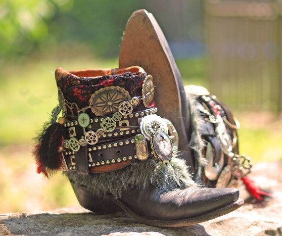 Botas personalizada Steampunk boho Negro vendimia upcycled botas de vaquero reelaborado Gypsy botas negras botas upcycled botas vintage