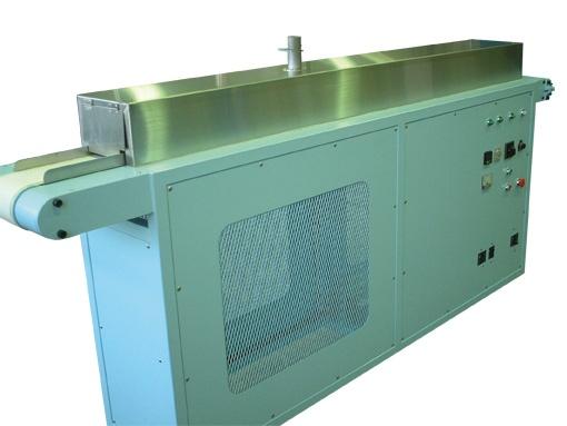 「引取コンベア及び乾燥システム」 センサーによる同調スピードコントロール。 押出成形されたグリーン体を同調吸収し、温度制御/乾燥収縮矯正をしながら均一連続乾燥。