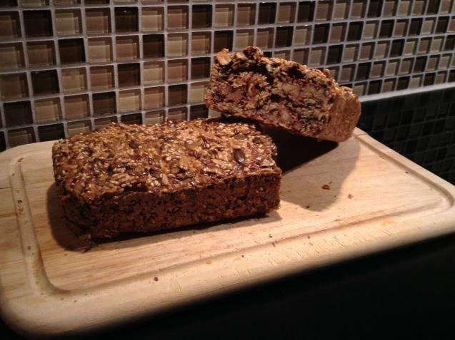 KK.NO: Det er ikke til å stikke under en stol at brødmat er en stor del av kostholdet vårt her til lands, og det er ikke lett å bare holde seg til to brødskiver om dagen. De fleste vet at hvitt brød er verstingen, og at det er det grove brødet som er sunnest, men mange av butikkbrødene er skjulte hverdagssyndere når det kommer til sukker og salt.