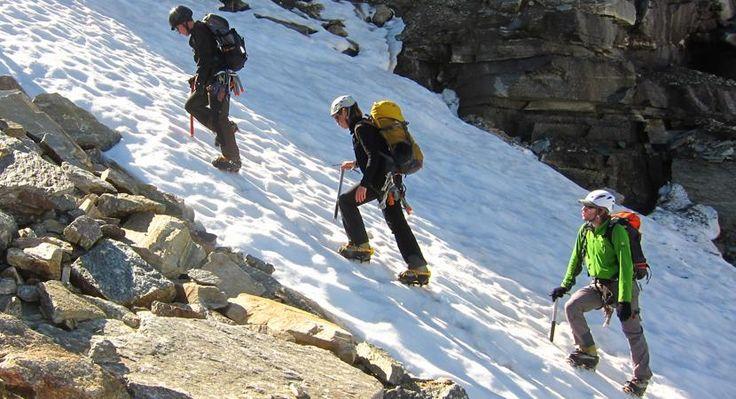 Wallis Hoogalpiene beklimming  Ontdek het beroemde gletsjerdorp Saas-Fee in Wallis omgeven door steile rotsgraten sneeuwbergen en imposante gletsjers. De eerste dag loop je naar de Almagellerhütte. De volgende dagen maak je prachtige beklimmingen en overnacht je in de Weissmieshütte. Op het programma staan de Weissmies (4023 m) en de Lagginhorn (4010 m). Vanuit de Mischabelhütte beklimmen we de geëxponeerde top van de Nadelhorn (4327 m) en de Ulrichshorn (3925 m). Op de laatste dag gaan we…