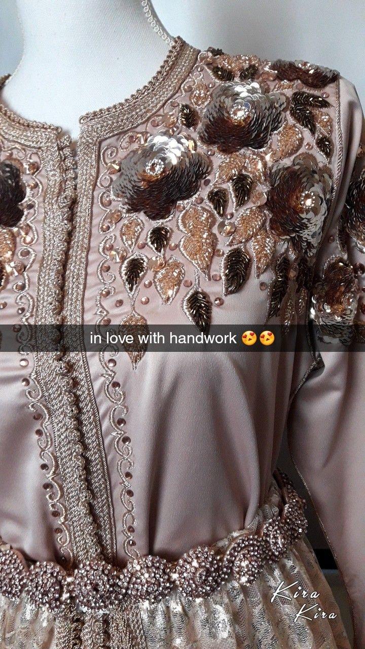 le caftan est le v tement qui repr sente le mieux la femme marocaine les nombreux cr ateurs. Black Bedroom Furniture Sets. Home Design Ideas