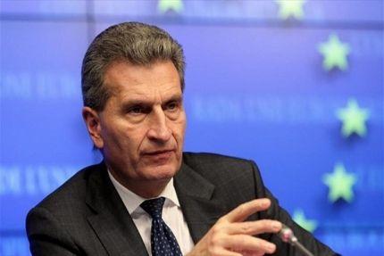 Ο Επίτροπος για την Ψηφιακή Οικονομία και την Κοινωνία, Γκίντερ Ετινγκερ. Καταπέλτης είναι η Ευρωπαϊκή Επιτροπή όσον αφορά την επιστολή του Γκίντερ Ετ...