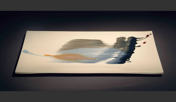 Gilbert Poissant.tak.2010.porcelaine. 30*60*3cm pinceau. touche de couleur. mouvement. Goutte!