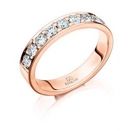 Exklusiv förlovningsring/vigselring i 18k rosa guld från Schalins i serien Passion. Ringen har nio stycken diamanter på totalt 0,72 carat Wesselton VS, den är 4mm bred samt 1,9mm hög.