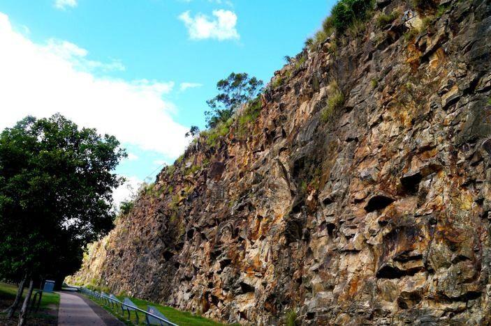 Places To Take Visitors to Brisbane: Kangaroo Point cliffs