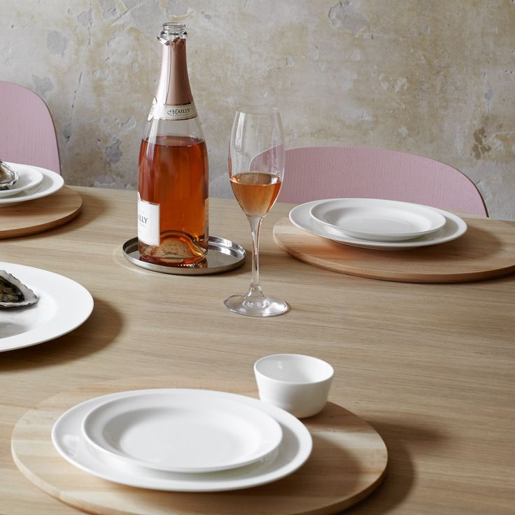 The Kaolin dinner service has been created for today's design connoisseur, who has an eye for quality and appreciates exclusive, delicate, world-class Danish design.