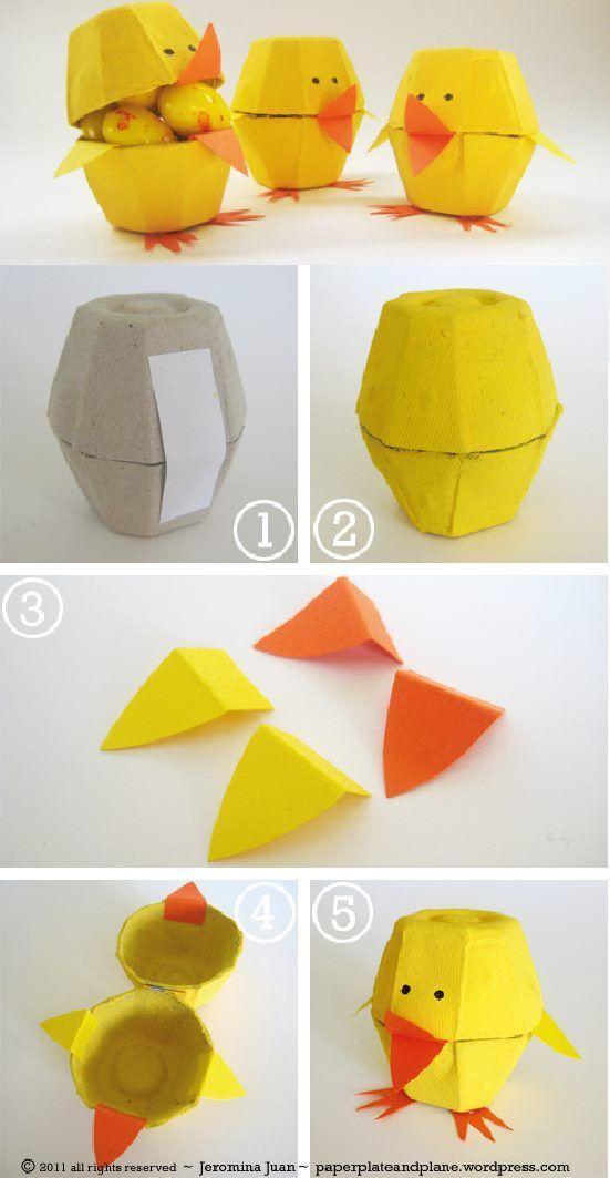 Avec une boîte à œufs en carton : petit poussin