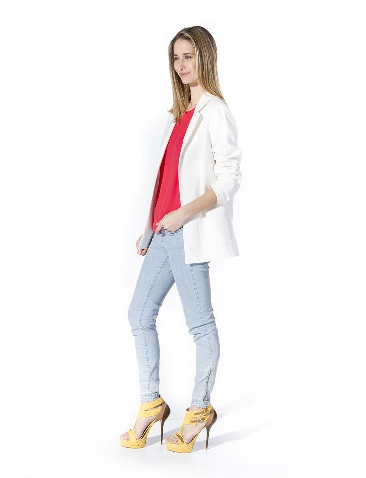 Blusa básica, chaqueta Oversize, jean Zips. La Opera