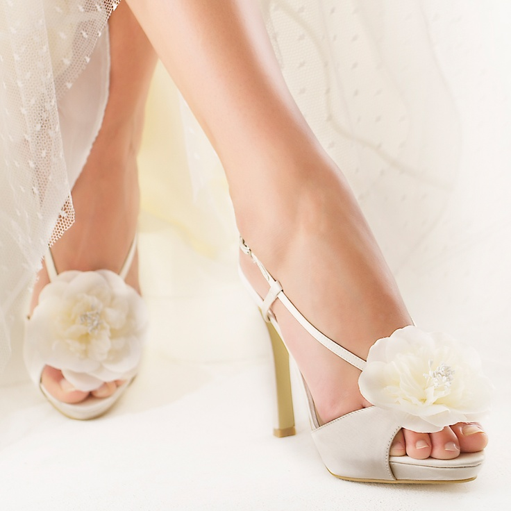 Bloom: Wedding Shoes, Delicate Shoes But, Weddings, Pretty Things, Clothes Shoes Fashion, Beautiful Shoes, Bloom Pretty Shoes, Bridal Shoes