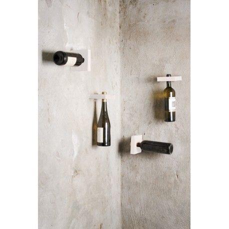 Riponi con fantasia le tue bottiglie più pregiate e fai design in casa!!!! Scegli tra i diversi colori disponibili il portabottiglie da parete che ti piace di più #vini #vino #portabottiglie #cantinetta #espositore #vini #design #legno #accessori #casa #comprocomodo
