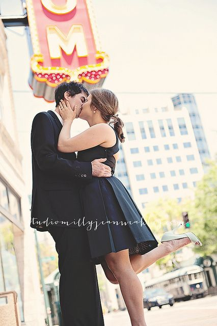 An engagement session in Downtown Memphis! www.studiomillyjeanweakleg.com