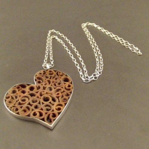 Aromatyczne, ażurowe serce oprawione w srebro http://galeria-talentart.pl/sklep/szczegoly/produkt/244-naszyjnik-aromatyczne-serce-w-srebrze