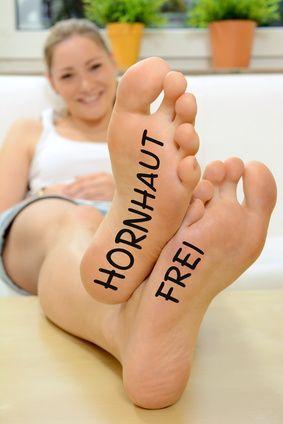 Twen mit Füßen Hornhaut frei
