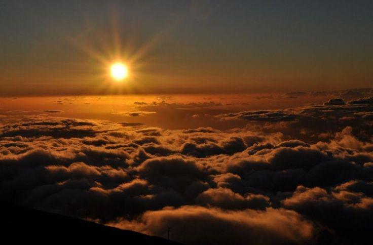 #Sunset from the top of #Haleakala Mountain in #Hawaii | Picfari.com
