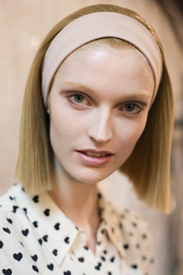 Voor de jongere meiden is het lang en kort stijl haar weer helemaal in, en je kunt het natuurlijk afmaken met een leuk haar accessoires.