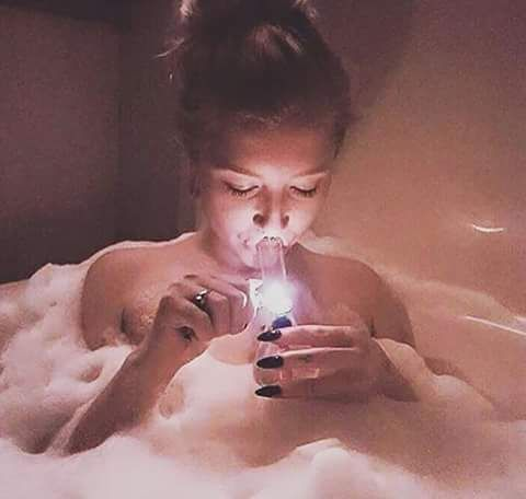 Bud-Babe of the day This is Mandy she love to smoke in the tube...