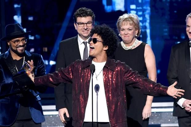 Bruno Mars Wins Album Of The Year at 2018 Grammys Bruno beats out Jay-Z, Kendrick Lamar, Childish Gambino, and Lorde for the night's top honor.https://www.hotnewhiphop.com/bruno-mars-wins-album-of-the... http://drwong.live/article/bruno-mars-wins-album-of-the-year-at-2018-grammys-news-42980-html/