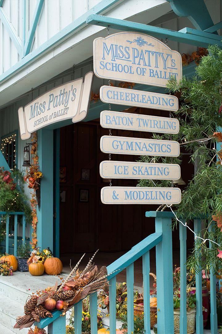 3. Por la escuela de Miss Patty - Diez razones por las que querríamos vivir en Stars Hollow, el pueblo idílico de Las Chicas Gilmore