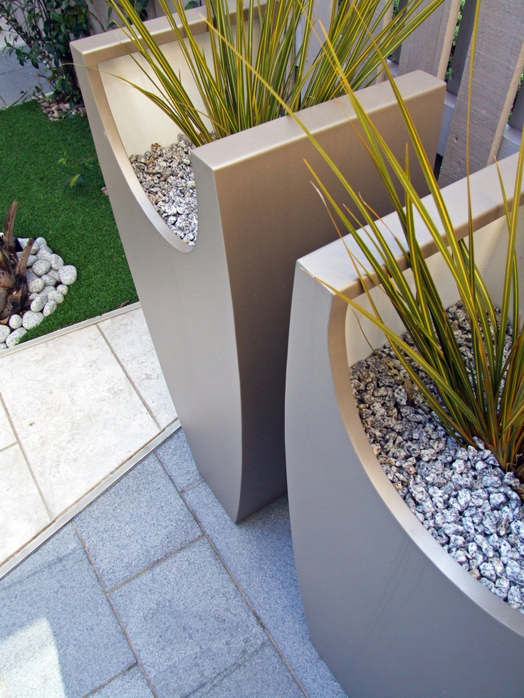 Close Up Detail Of The Tall Curved Planters In This London Courtyard With  Interior Of Pots