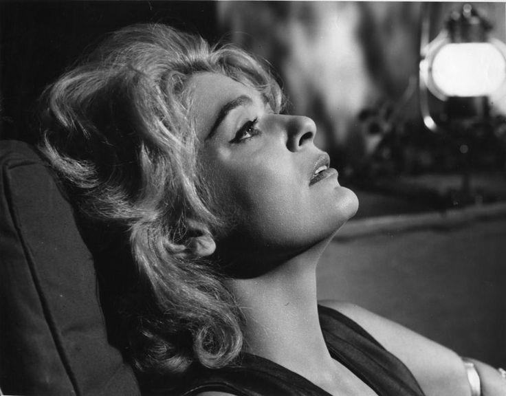 """Για το """"μύθο"""" της Μελίνας Μερκούρη έχουν χυθεί τόνοι μελάνης, προσπαθώντας να αποτυπώσουν την εκθαμβωτική προσωπικότητά της και το έργο της. Έφυγε από τη ζωή στις 6 Μαρτίου του 1994.-Από την Μανταλένα Μαρία Διαμαντή"""