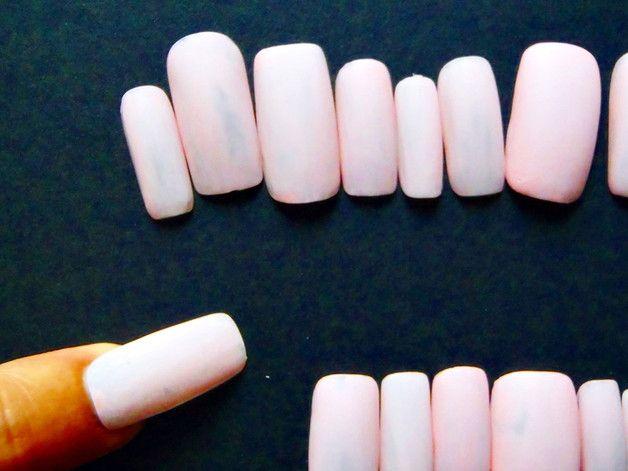 Più - unghie finte rosa confetto mat matte nail art - un prodotto unico di LaSoffittaDiSte su DaWanda