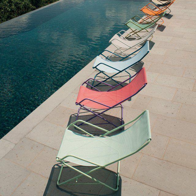 """Chaise longue de jardin pastel """"Baham"""" Emu. Emblématique de la marque Emu, cette chaise longue pour le jardin s'offre pour l'été 2016 de nouvelles teintes piles dans l'air du temps, de beaux pastel pour un été en douceur."""