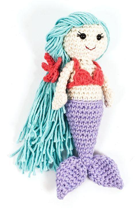Unter dem Meer ist die Häkelnadel los! Die Kleine Meerjungfrau begeistert nicht nur im Film oder in Kinderbüchern, auch gehäkelt ist sie einfach zuckersüß! Dieser Häkelmini ist ein besonders hü