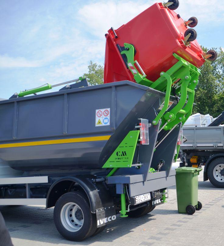 Opróżnianie kontenera 1100 litrów do śmieciarki satelitarnej KVC