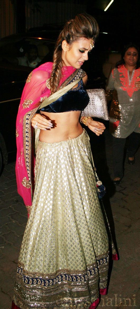 Gold, beige, hot pink, navy lehnga - great combo. Natasha Poonawala at #kareena's sangeet