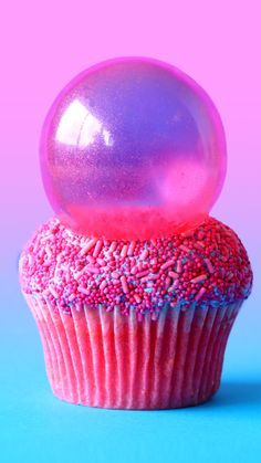 Pretty bright colours, gloss and electricity are the theme with these bubblegum cupcakes! And they have a surprise bubblegum goo centre!
