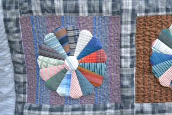 Scrappy dresden plate quilt by KwastKwijtenQuilts on Etsy