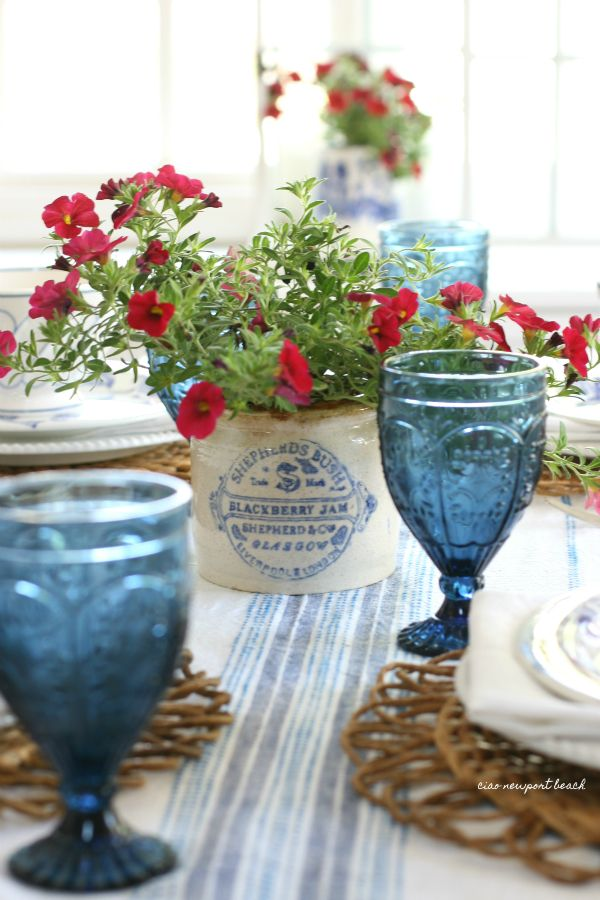 Bringing friends and family together is fun, especially when you can be surrounded by a gorgeous table.Here are some of the most popular tablescapes…