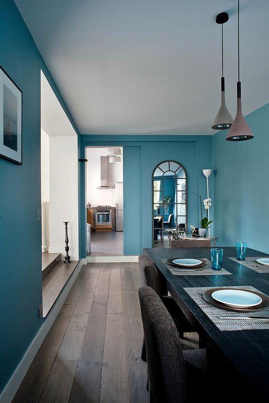 Sala da pranzo sulle tonalit del blu aquamarina for Arredamento sala da pranzo