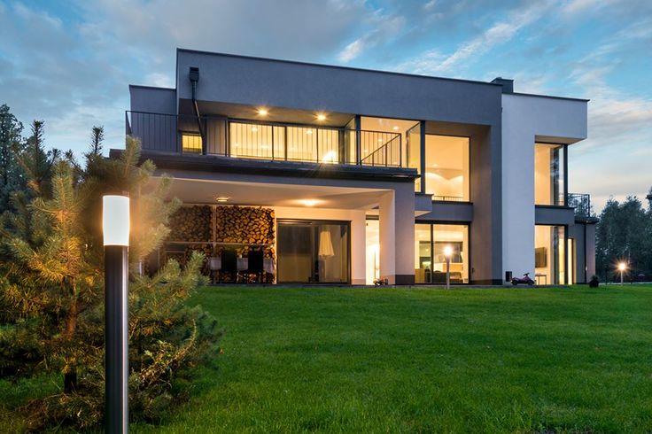 Duże okna i przesuwne, przeszklone drzwi tarasowe w nowoczesnych budynkach wyglądają świetnie, prawda? :) http://sokolka.com.pl/nasze-okna.html  #Sokółka #OknaDrewniane