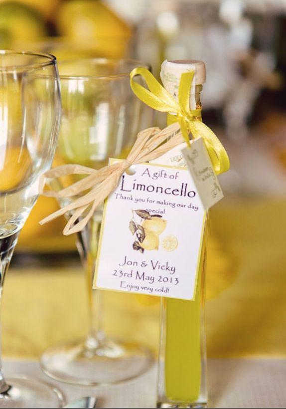 Cute mini bottles of Lemoncello as wedding favor. #bottiglia di #limoncello #limone #liquore