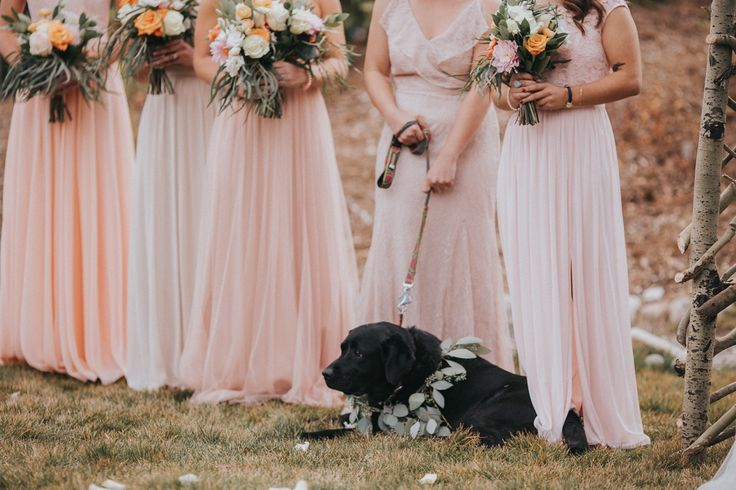 This Colorado woodland wedding at Breckenridge Nordic Center features scenic mountain views, glamorous vibes, and rustic DIY decor.