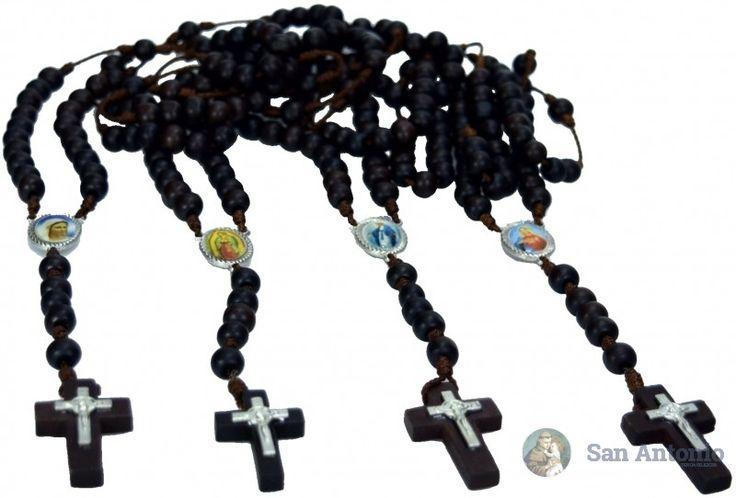 Camandulas Artesanales X12: Hermosas camándulas en madera y cordón de hilo grueso con crucero metálico e imágenes surtidas a color, cruz en madera con cristo de san benito metálico, ideales para propagar la devoción al santo rosario.