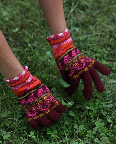 Ravelry: toopink's Muhu gloves 2  love all that pink