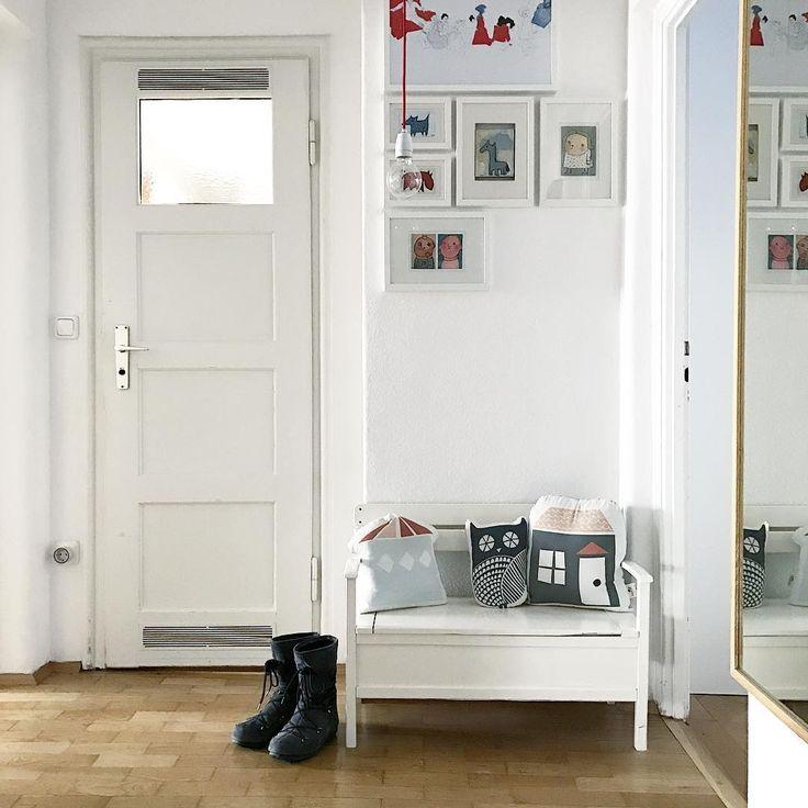 WI . I can't see them anymore! . . #wannwirdsnunendlich #frühling #wenigstensscheintheutediesonne #undesheisst #hochdiehändewochenende #friyay #freitagsstimmung #fridaymood #helloweekend #myhome #mystyle #hallway #smallspaces #interior #instainterior #interior4all #kunstandiewand #gallerywall #colourupyourlife #atmine #solebich #germaninteriorbloggers