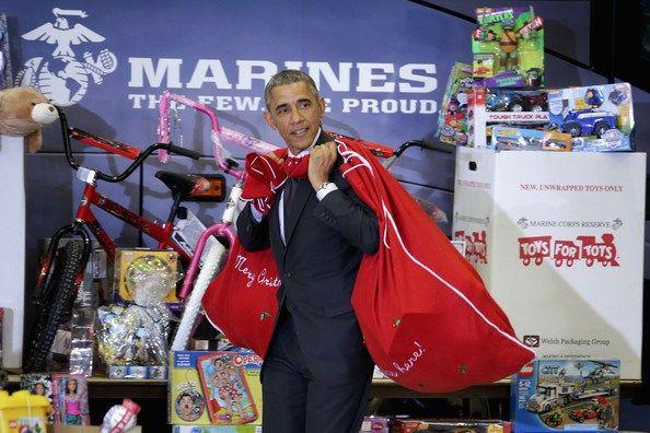 Barack+Obama+Obamas+Team+Up+Toys+Tots+eJpI93SYNdnl