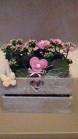 cassetta in legno per fiori con cuori