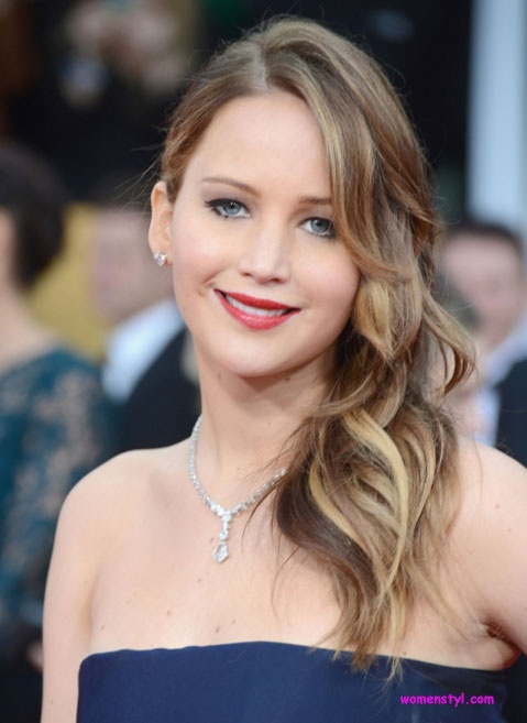 Jennifer Lawrence shoulder length hairstyle | womenstyl ...