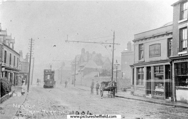Tram terminus on Chesterfield Road, Woodseats Sheffield with Chantry Pub on right #sheffield #pubs