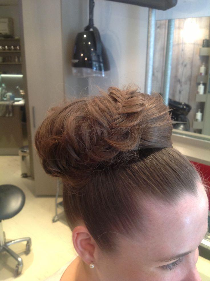 Glamorous Bun @Smyths inc Hairdressing #smythsinc #hairdressing #upstyle