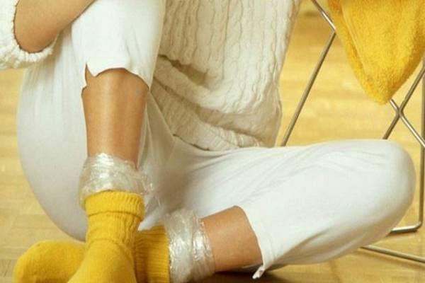 Minden este lefekvés előtt a zoknijába helyezi ezt a dolgot. Az oka lenyűgöző! - Tudasfaja.com