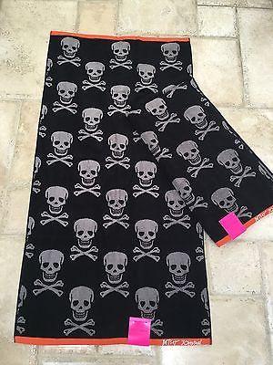Betsey-Johnson-2-large-full-bath-towel-set-28x54-black-gray-Crossbones-skull